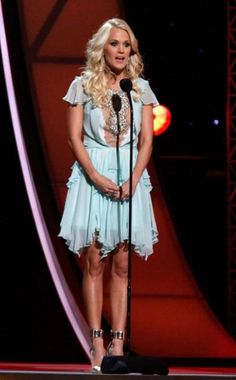 Carrie Underwood in Jenny Packham