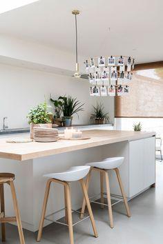 Aflevering de make-over van Lien en Nicholas Stairs In Kitchen, Kitchen Dinning, New Kitchen, Kitchen Decor, Kitchen Ideas, Modern Kitchen Design, Interior Design Kitchen, Happy New Home, Küchen Design