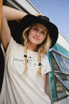 Kali Kush - White Woman's Tee 2015 Fashion Trends, 2015 Trends, Boho Fashion, Fashion Beauty, Fashion Outfits, Hipster Outfits, Casual Outfits, Modern Gypsy, Everyday Dresses