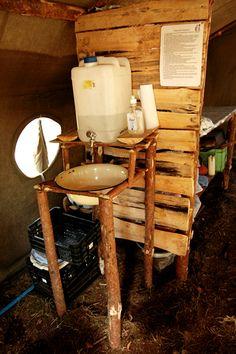 Obóz Szczepu Watra Słońsk 2008, dezynfekcja rąk w kuchni.