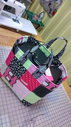 Swink Girls Quilts: New cozy tote for my Featherweight