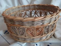 Quilling in weaving elements of newspapers.  Basket (1) (700x525, 277Kb)