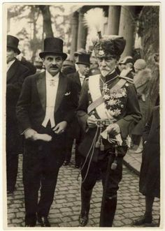 Marshall Alexander Averescu in hussard uniform (former Prime Minister) and Armand Calinescu (future Prime Minister). by becky History Of Romania, City People, Flying Geese, Old Photos, Wwii, Istanbul, Quilts, Prime Minister, Romania
