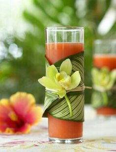 Luau Party Cocktail This Luau party cocktail is the perfect summer drink for those who like a little tropical taste to their beverage. Hawaiian Luau Party, Hawaiian Theme, Hawaiian Cocktails, Luau Drinks, Party Drinks, Beverages, Hawaian Party, Luau Theme, Tiki Party
