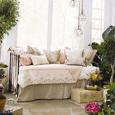 Madaline Day Bed