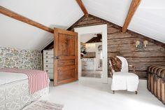 Framtagna timmerväggar och vackra golv