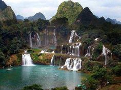 If my cousin doesn't take me on this Li River Cruise, I will die! sooo pretty #waterfall #China