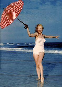 Marilyn+Monroe+young+Beach+photo