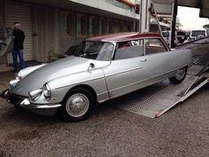 1969 Citroën DS 21 'Majesty' Saloon Coachwork by Henri Chapron - Pin by scann R… Psa Peugeot Citroen, Citroen Car, Classic Motors, Classic Cars, Supercars, Automobile, Cabriolet, Fiat 500, Automotive Design