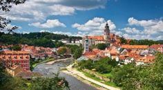 Además de contar con un lirismo en su pronunciación, la región más visitada de la República Checa guarda en su corazón a la enigmática Praga y en sus alrededores serpentean rincones que avivan ese adjetivo de cuento de hada, tan común para todos sus visitantes