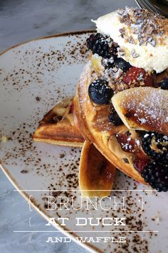 Duck and Waffle offers brunch and amazing views over London's skyline. Brunch Menu, Sunday Brunch, Brunch Spots, London Skyline, London Restaurants, Brunches, London Calling, The Good Place, Perspective