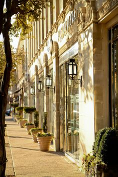 Highland Park Village |   Highland Park Village Gallery | Galleries | The Premier Shopping Experience of Dallas, Texas