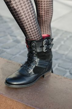 Shop: http://buffalo-shop.de/ES-30345/ESx30345,de_DE,pd.html&start=4&cgid=11250#!i%3D3%26color%3D151233%26size%3D36&wt_mc=de.sm.pin.post.x.x Blog Post: http://thelfashion.blogspot.de/2013/12/shoe-trend-combat-boots.html