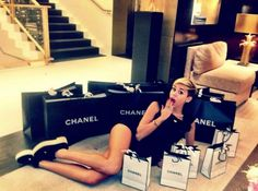 miley cyrus style mode look tenue elegante sexy londres chanel shopping