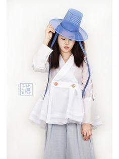 디자이너한복브랜드,생활한복,한복드레스,허리치마,저고리,철릭원피스,결혼한복,칠보공예 Korean Traditional Dress, Traditional Dresses, Modern Hanbok, Culture Clothing, Fashion Design Drawings, Mori Girl, Korean Outfits, Couture, Designs To Draw
