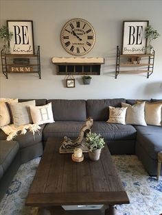 The rustic living room wall decor is indeed very eye-catching as well as lovely. Right here is a collection of rustic living room wall decor. Modern Farmhouse Living Room Decor, Interior Design Living Room, Living Room Designs, Farmhouse Decor, Modern Living, Country Modern Decor, Decorating Ideas For The Home Living Room, Living Room Decorations, Country Style Living Room