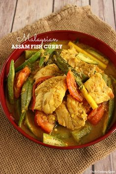 Learn how to cook Malaysian assam fish curry that tastes just like the one served in Malaysian Mamak stalls. Curry Recipes, Fish Recipes, Seafood Recipes, Asian Recipes, Vegetarian Recipes, Healthy Recipes, Indonesian Recipes, Indonesian Cuisine, Chicken Recipes