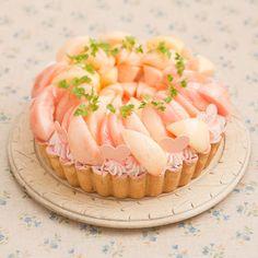 """旬の桃を使ったキュートなタルトやデザートが食べたい♡ラ・メゾン アンソレイユターブルで""""ピーチマルシェ""""が開催   TRILL【トリル】 Fancy Desserts, Delicious Desserts, Yummy Food, Sweet Recipes, Real Food Recipes, Dessert Recipes, Sweets Catalog, Pretty Birthday Cakes, Luxury Food"""