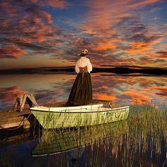 Femme devant le coucher du soleil