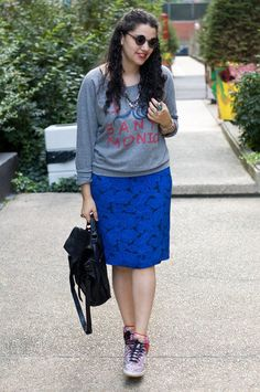 sweatshirt with printed skirt & high tops