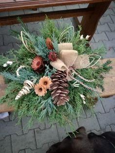 Christmas Wreaths, Christmas Decorations, Holiday Decor, Christmas Flower Arrangements, Wood Crafts, Home Decor, Flower Arrangements, Christmas Decor, Ornaments