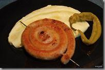 opékaná vinná klobása s bramborovou kaší