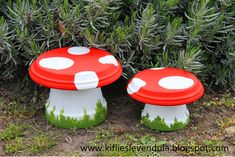 Mushrooms made of flower pot and paint Knitting sewing crochet tutorials children crafts papercraft jewlery needlework swaps cooking and so Flower Pot People, Clay Pot People, Flower Pot Art, Flower Pot Crafts, Clay Pot Projects, Clay Pot Crafts, Painted Flower Pots, Painted Pots, Lawn And Garden
