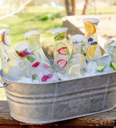 8 Infused Water Combos to Keep You Hydrated - Bowle, Drinks, Liköre,Cocktails&Limonaden - Party Summer Parties, Summer Drinks, Flavored Water Recipes, Drink Recipes, Cake Recipes, Yoga Party, Cucumber Detox Water, Fruit Infused Water, Fruit Water
