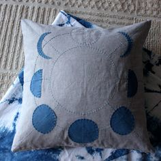 Moon Phases Pillow by Salt & Still Constellation Quilt, Learn To Sew, Boho Decor, Quilt Patterns, Sewing Projects, Throw Pillows, Crafty, Quilts, Fabric
