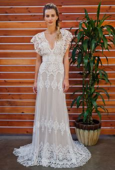 dreamers-and-lovers-boheamian-wedding-dress-for-the-laidback-bride  Absolutely gorgeous dresses on here!