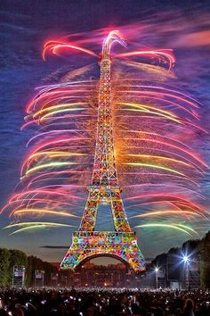 Fuegos artificiales coloridos | Colorful fireworks - #arco iris #rainbow #colores #colors #Torre de Eiffel #Eiffel Tower #Francia #France
