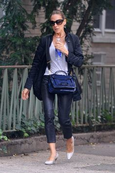 SARAH JESSICA PARKER IS BEAUTIFULLY WEARING A PIERRE HARDY BAG IN NYC STREETS.