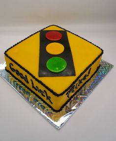 Traffic Light Cake - This might be fun for the birthday when N gets his license.