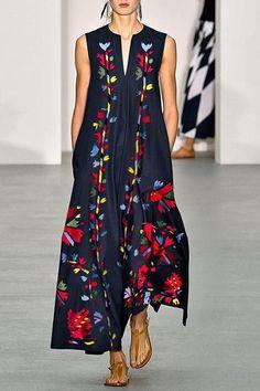 396773884ef08 Lässiges bedrucktes Kleid aus Baumwolle / Leinen mit V-Ausschnitt -  #25outfits #5krasseoutfits