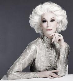 Modelo de 80 años de edad.  Carmen Dell'Orefice.