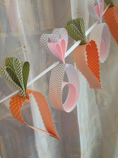 Make Easter decorations yourself - 105 fresh ideas for a more festive atmosphere - osterdeko make carrots bunny garland - Easter Projects, Easter Crafts, Holiday Crafts, Easter Decor, Easter Centerpiece, Bunny Crafts, Easter Ideas, Happy Easter, Easter Bunny