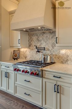 Jacksonville Communities : Homes, Floor Plans from Dream Finders Kitchen Decor, Kitchen Design, New Home Construction, Custom Kitchens, Interior Decorating, Interior Design, Home Trends, New Home Designs, Home Builders