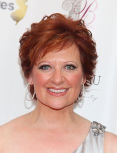 Caroline Manzo Short Wavy Cut - Caroline Manzo wore a gorgeous short wavy 'do to the premiere of 'The Real Housewives of New Jersey' Season Two. Short Hairstyles Over 50, Square Face Hairstyles, Short Hairstyles For Women, Short Haircuts, Short Wavy Hair, Short Hair Cuts For Women, Hair Styles 2014, Curly Hair Styles, Pelo Bob