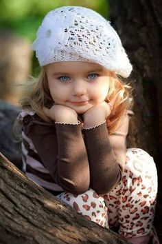 Very cute little lady. Beautiful Little Girls, Beautiful Children, Beautiful Babies, Baby Kind, Cute Baby Girl, Cute Babies, Cute Baby Pictures, Baby Photos, Fashion Photo