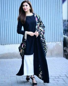 Mahira Khan looking like a vision as always. Picture from her movie promotions for . Anyone watched the movie? Pakistani Dresses Casual, Pakistani Dress Design, Indian Dresses, Indian Outfits, Stylish Dresses, Casual Dresses, Long Dresses, Mahira Khan Dresses, Shadi Dresses