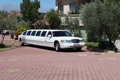 O casamento da Deborah e do João em Bragança. #casamento #noivos #carrodosnoivos #limousine