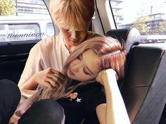I love Jirose❤️❤️❤️ ♡ ♡ ♡ ♡ ♡ Jungkook And Jin, Bts Jungkook, Blackpink Photos, Bts Pictures, Kpop Couples, Cute Couples, Foto Bts, K Pop, Bts Girlfriends