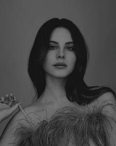 Lana del rey black and white photo 🖤 Lana Del Ray, Lana Rey, Dream Pop, Pretty People, Beautiful People, Eyes Closed, Lana Del Rey Quotes, Elizabeth Woolridge Grant, Elizabeth Grant