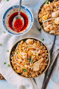 This is a classic chicken fried rice recipe that's quick to make, no fuss, and definitely better than takeout. Find out how to prepare it yourself at home.