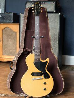 Guitar Musical Instrument, Music Guitar, Guitar Amp, Cool Guitar, Musical Instruments, Gretsch, Gibson Electric Guitar, Electric Guitars, Musicals