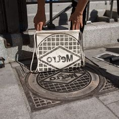 Unique prints of surfaces of the urban landscape and other elements on streetwear. Printed directly on-site in the streets of Berlin, Amsterdam, Lisbon and Paris.