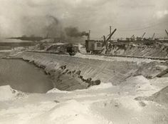 Building of the new Northern sea lock at IJmuiden showing the protective sea wall at the side of the town of Velsen. Tata Steel, Amsterdam, Sea, Building, Painting, Outdoor, Wall, Historia, Outdoors