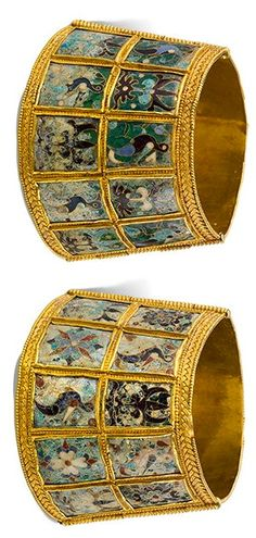 Wristband with Birds and Palmettes, A.D. 800–1000, Thessaloniki, Greece; gold, glass, and enamel.