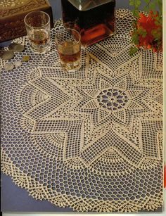 World crochet: Tablecloth 147 Would try in bigger yarn for a rug! Crochet Doily Diagram, Crochet Doily Patterns, Filet Crochet, Crochet Bedspread, Crochet Tablecloth, Round Tablecloth, Crochet Books, Crochet Home, Thread Crochet