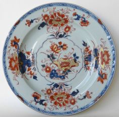 Imari plate with underglaze cobalt and rouge de fee decoration- Chinese (Kangxi) c1700